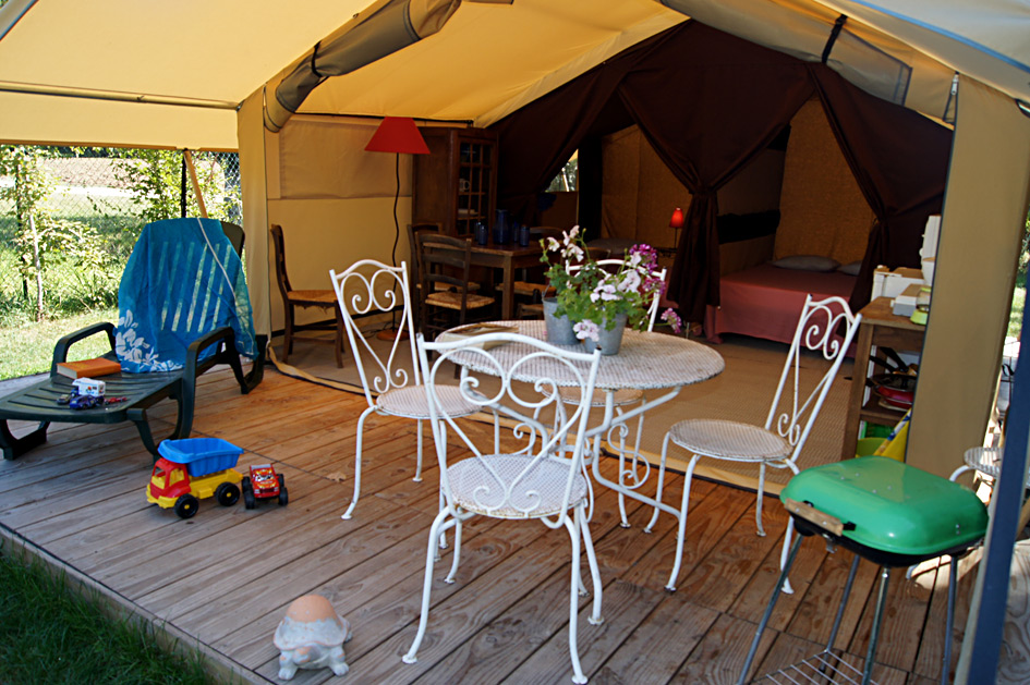 Lodge Camping La Rivière Les Eyzies Vallée Vézère Périgord Noir